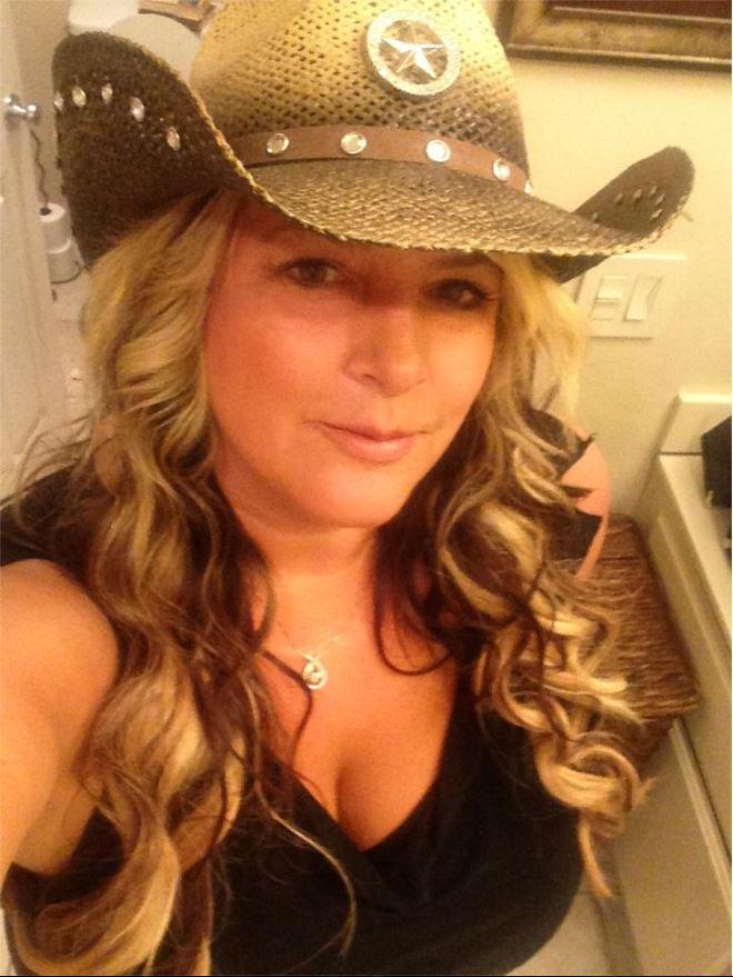 Kelly Muto Bully - Selfie Obsessed 17
